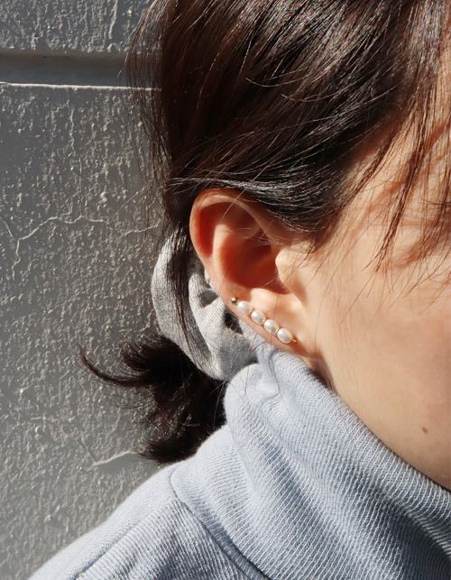 small pearl line earring