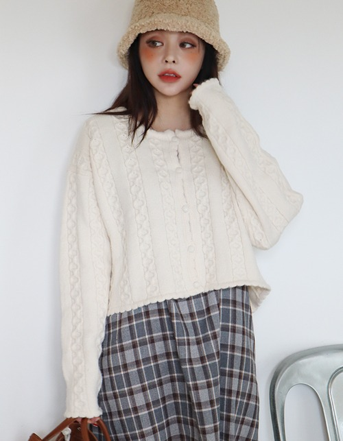 lovely crop knit cardigan (2 colors)